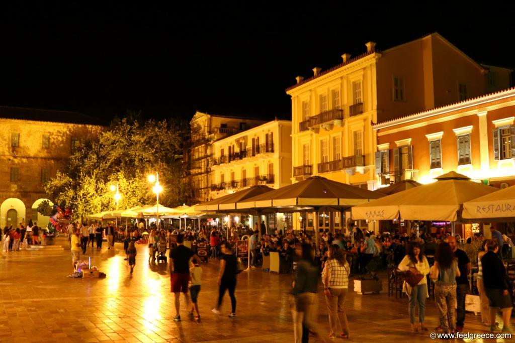 The lively Plateia Syntagmatos in the evening